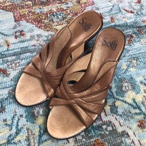 Sofft    Metallic Wedge Sandal Size 6.5